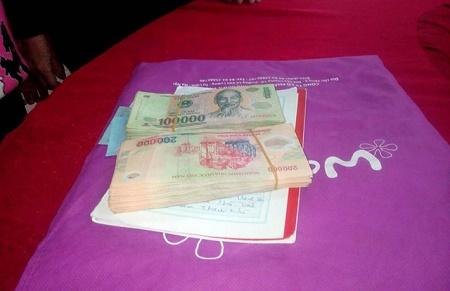 Ngày đầu năm, học sinh lớp 4 trả lại gần 40 triệu đồng cho người đánh mất - Ảnh 1