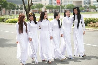 TP. Hồ Chí Minh khuyến khích công chức, nữ sinh mặc áo dài 1-2 ngày/tuần - Ảnh 1