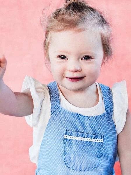 Bé gái 2 tuổi bị Down trở thành mẫu ảnh của nhãn hàng thời trang trẻ em - Ảnh 1