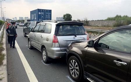 6 ô tô va chạm liên hoàn, cao tốc TP.HCM – Dầu Giây tắc 3 tiếng - Ảnh 1