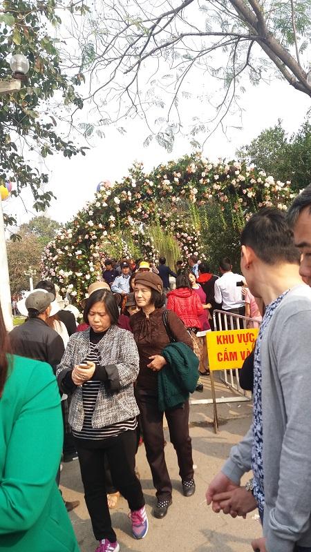 Du khách thất vọng vì lễ hội hoa hồng Bulgaria không như quảng cáo - Ảnh 8