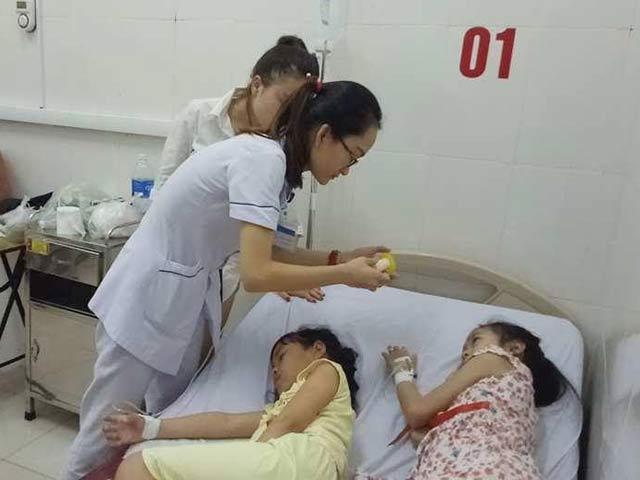 Ăn hạt ngô đồng, 9 học sinh tiểu học nhập viện cấp cứu - Ảnh 1