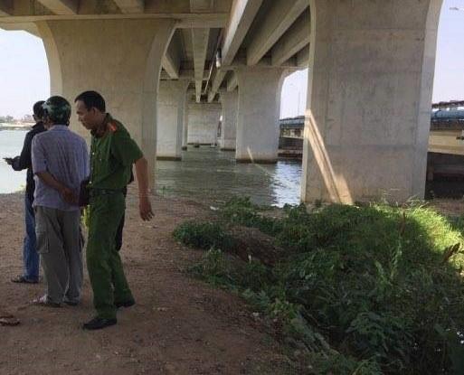 Đi câu cá, phát hiện thi thể người trôi nổi trên sông Đồng Nai - Ảnh 1