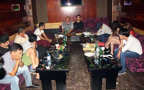 """Bắt quả tang 17 dân chơi từ Sài Gòn xuống Cần Thơ """"mở tiệc"""" ma túy - Ảnh 1"""