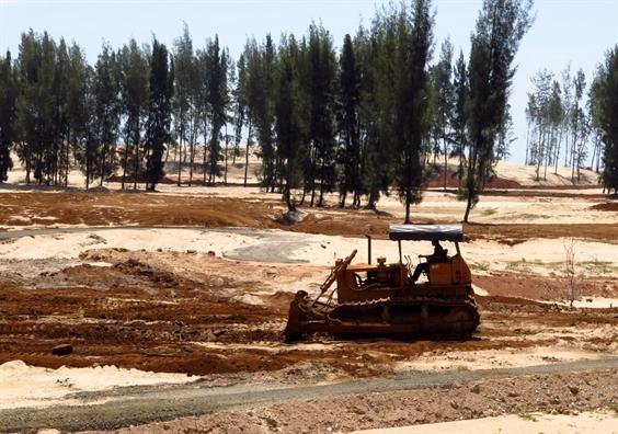 Tạm dừng dự án phá rừng phòng hộ làm sân golf ở Phú Yên - Ảnh 1