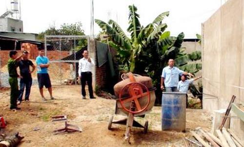 2 mẹ con nhốt 6 cán bộ phường ở Đồng Nai bị khởi tố - Ảnh 1
