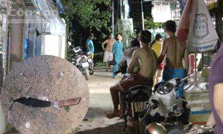Điều tra vụ hỗn chiến trong đêm khiến 3 thanh niên bị chém gục - Ảnh 1
