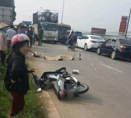 Va chạm ngã xuống đường, thiếu nữ 19 tuổi bị xe tải cán tử vong tại chỗ - Ảnh 1