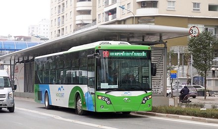 Hà Nội thí điểm cho buýt thường chạy chung làn buýt nhanh BRT trong 6 tháng - Ảnh 1