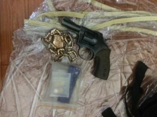 """Bắt giang hồ đất Cảng dùng súng và ma túy ép thiếu nữ """"bán mình"""" ở quán karaoke - Ảnh 1"""
