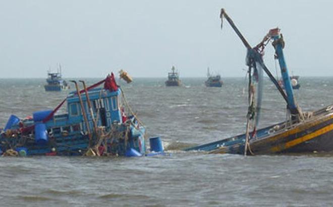 Chìm tàu, 13 thuyền viên rơi xuống biển ngoài khơi Côn Đảo - Ảnh 1