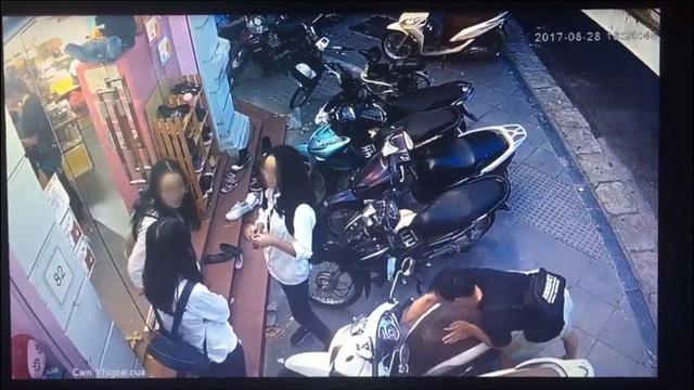 Hà Nội: Thanh niên bẻ khóa, trộm SH ngay trước mặt 3 cô gái - Ảnh 1