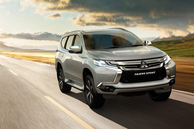 """Mitsubishi Pajero Sport """"đại hạ giá"""" gần 200 triệu, """"quyết chiến"""" Toyota Fortuner - Ảnh 2"""