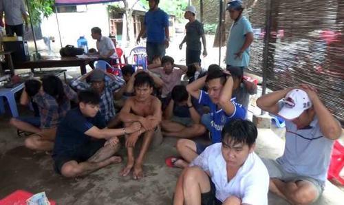 """Cảnh sát nổ súng bắt """"ổ"""" đá gà qua mạng ở ven Sài Gòn - Ảnh 1"""