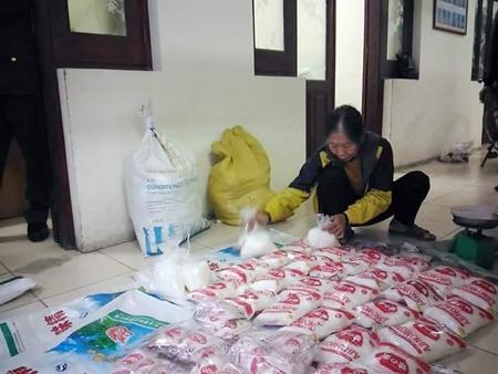Hà Nội: Thu giữ hàng chục gói mì chính giả trên đường tiêu thụ - Ảnh 1
