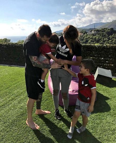 Vợ chồng Messi ngầm thông báo sắp có con thứ 3 - Ảnh 1