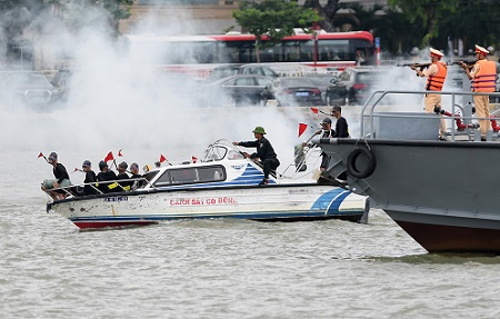 Đặc nhiệm diễn tập chống khủng bố bảo vệ APEC 2017 - Ảnh 9