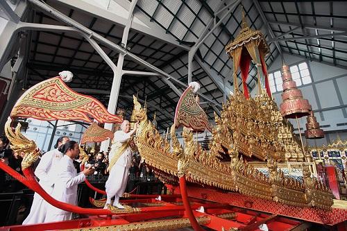 Nhìn lại một năm của người Thái Lan khi Quốc vương Bhumibol qua đời - Ảnh 6