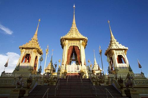 Nhìn lại một năm của người Thái Lan khi Quốc vương Bhumibol qua đời - Ảnh 11