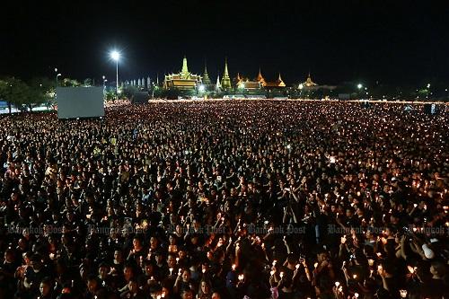 Nhìn lại một năm của người Thái Lan khi Quốc vương Bhumibol qua đời - Ảnh 4