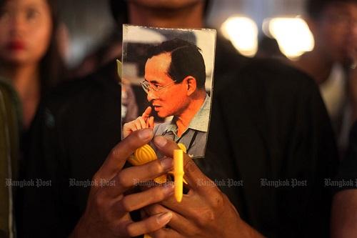 Nhìn lại một năm của người Thái Lan khi Quốc vương Bhumibol qua đời - Ảnh 7