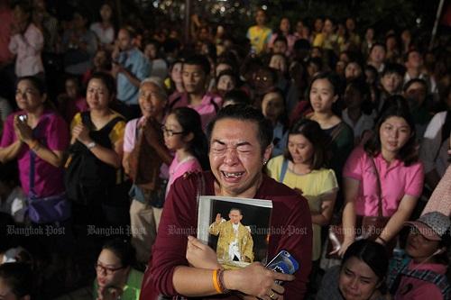 Nhìn lại một năm của người Thái Lan khi Quốc vương Bhumibol qua đời - Ảnh 2