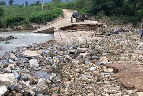 Mưa lớn làm sập cầu, 245 hộ dân ở Đắk Lắk bị cô lập - Ảnh 1