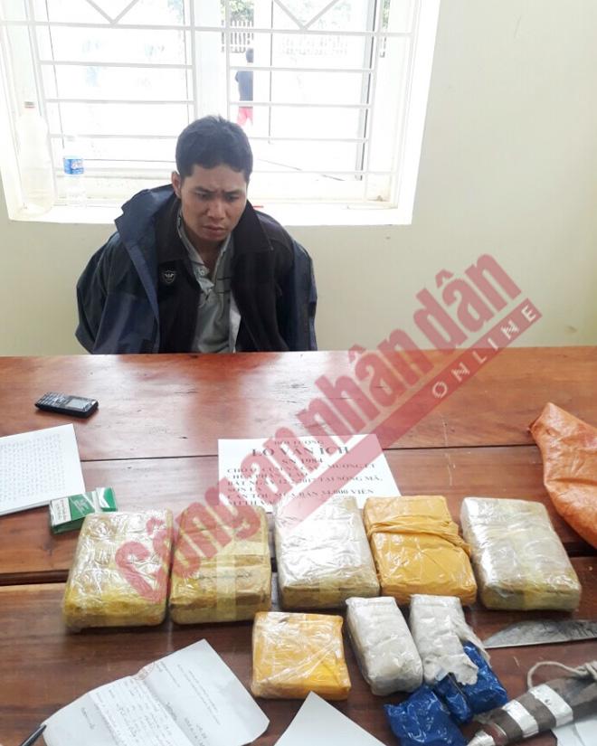 Sơn La: Bắt đối tượng người Lào vận chuyển 34.000 viên ma túy tổng hợp - Ảnh 1