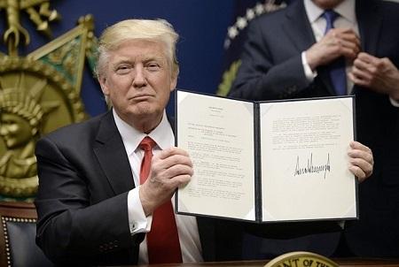 Chính quyền Mỹ sẽ kháng cáo chống lại phán quyết chặn sắc lệnh di trú mới - Ảnh 1
