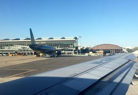 Vướng giàn phun bê tông, máy bay phải chuyển hướng bay vòng ở Đà Nẵng - Ảnh 1