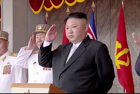 """Triều Tiên lần đầu """"phô"""" tên lửa đạn đạo phóng từ tàu ngầm - Ảnh 1"""