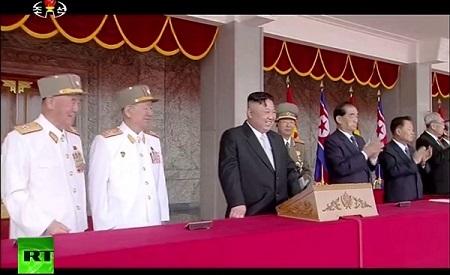 Cận cảnh buổi diễu binh lớn nhất lịch sử Triều Tiên - Ảnh 1