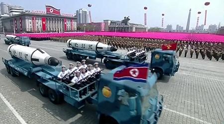 """Triều Tiên lần đầu """"phô"""" tên lửa đạn đạo phóng từ tàu ngầm - Ảnh 3"""