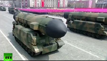 """Triều Tiên lần đầu """"phô"""" tên lửa đạn đạo phóng từ tàu ngầm - Ảnh 4"""