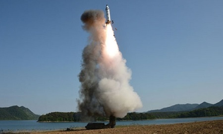 Triều Tiên phóng thử tên lửa đạn đạo: Nga, Trung Quốc kêu gọi các bên kiềm chế  - Ảnh 1