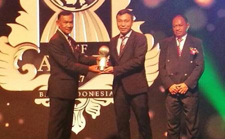 HLV Mai Đức Chung, Văn Hậu được xướng tên tại AFF Awards 2017 - Ảnh 1