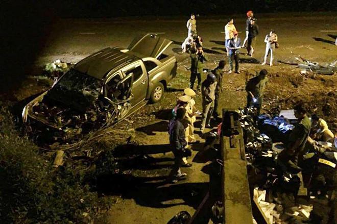 Chạy trốn  CSGT, ô tô bán tải mang biển số giả nát đầu sau tai nạn  - Ảnh 1