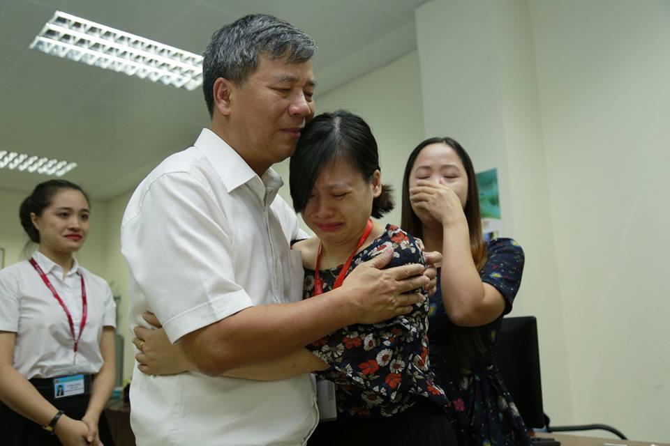 Anh hùng lao động Nguyễn Anh Trí và những cái ôm ngập trong nước mắt - Ảnh 6
