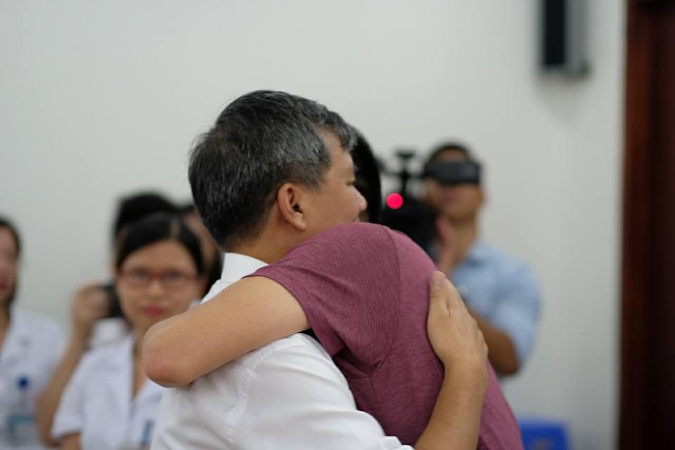 Anh hùng lao động Nguyễn Anh Trí và những cái ôm ngập trong nước mắt - Ảnh 5