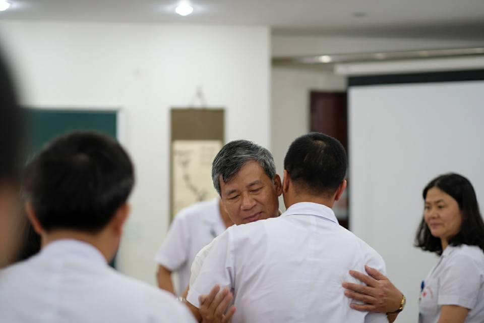 Anh hùng lao động Nguyễn Anh Trí và những cái ôm ngập trong nước mắt - Ảnh 4