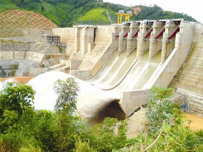 Mưa lớn, các hồ thủy điện ở Lâm Đồng đồng loạt xả lũ - Ảnh 1