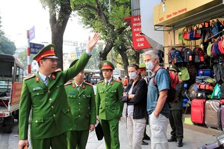 Dẹp vỉa hè: Sài Gòn quyết liệt, Hà Nội không ồn ào - Ảnh 3