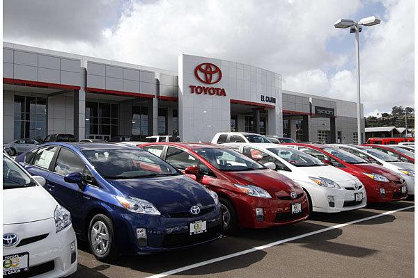 Toyota thu hồi 700.000 xe do lỗi túi khí - Ảnh 1