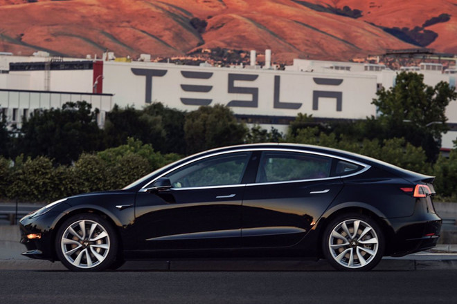 Nhờ mẫu Model 3, công ty xe điện của Elon Musk báo lãi kỷ lục - Ảnh 1