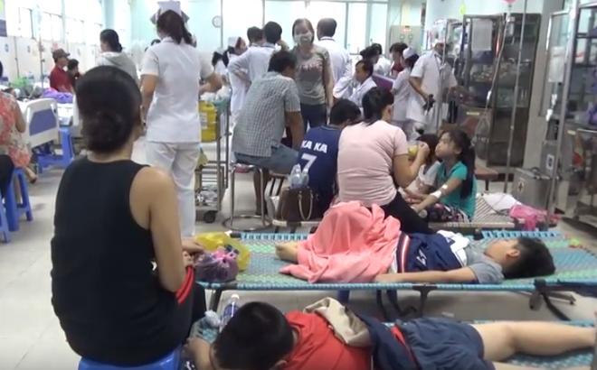 TP.HCM: Làm rõ vụ 30 trẻ bị ngộ độc phải nhập viện sau khi ăn bánh mì - Ảnh 2