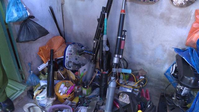 Điều tra nhóm thanh niên nghiện ma túy tổ chức trộm cắp và tự chế tạo súng - Ảnh 1