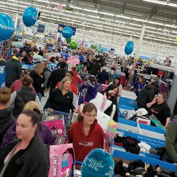 Black Friday tại Mỹ: 34 triệu người đổ xô đi mua sắm trong ngày đầu tiên - Ảnh 4