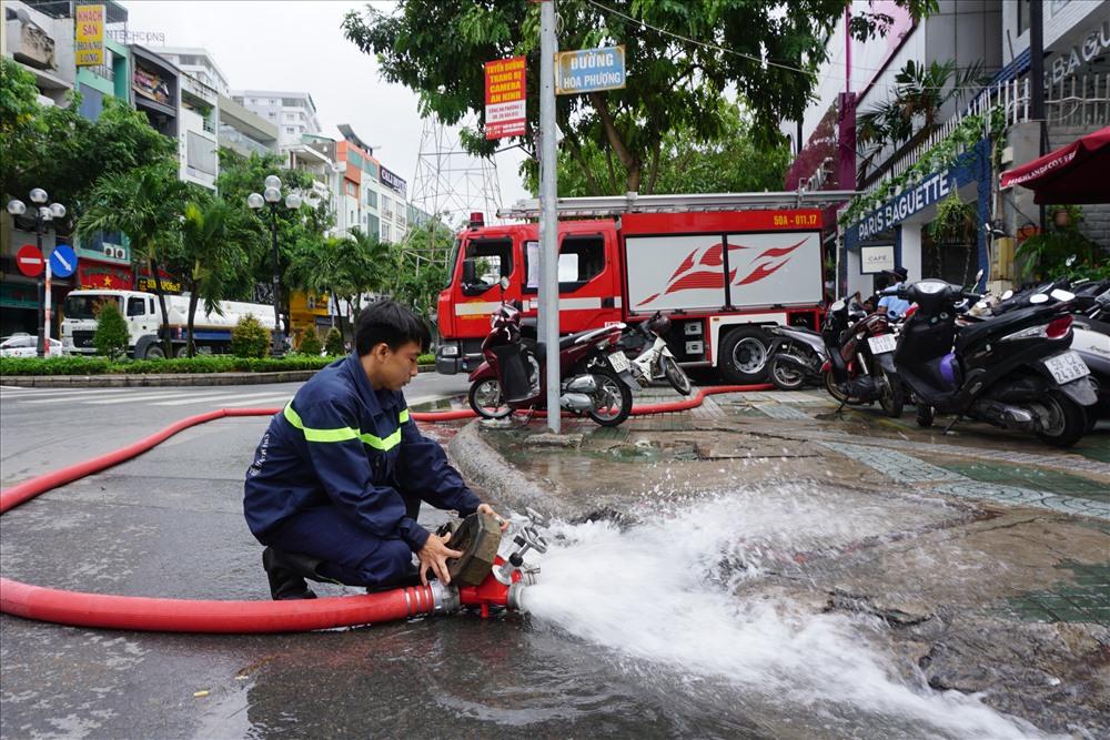 """Hàng loạt hầm để xe ở Sài Gòn biến thành """"ao"""" chứa nước bất đắc dĩ - Ảnh 2"""