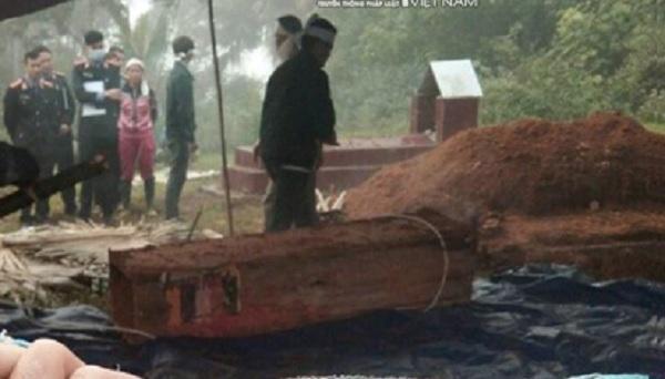 Công an khai quật tử thi điều tra nghi án con trai sát hại bố ở Hà Giang - Ảnh 1