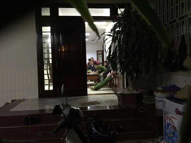 Công an khám nhà 2 cựu  lãnh đạo BIDV chi nhánh Hà Tĩnh - Ảnh 2
